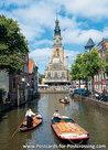 Ansichtkaartkaasmarkt met de waag in Alkmaar, postcard Cheese market, waaggebouw Alkmaar