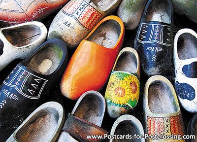 typisch nederlands ansichtkaart Nederlandse klompen